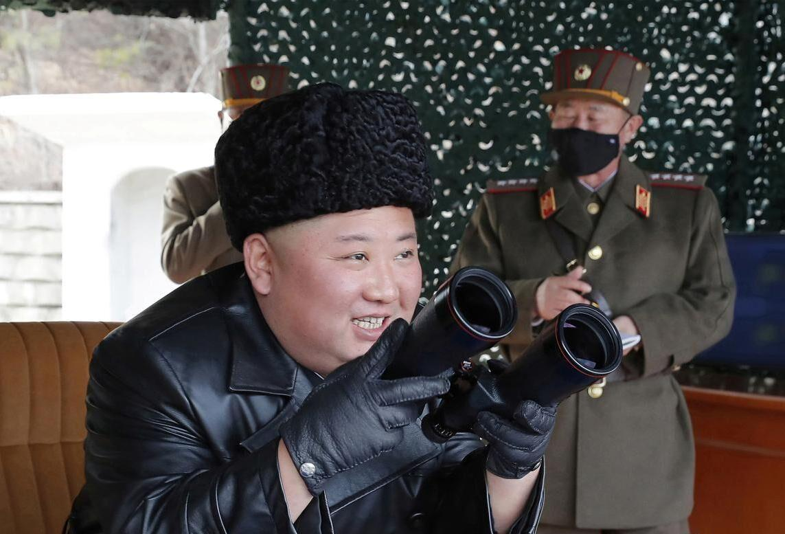 خبرنگاران رهبر کره شمالی بر آزمایش موشکی این کشور نظارت داشت